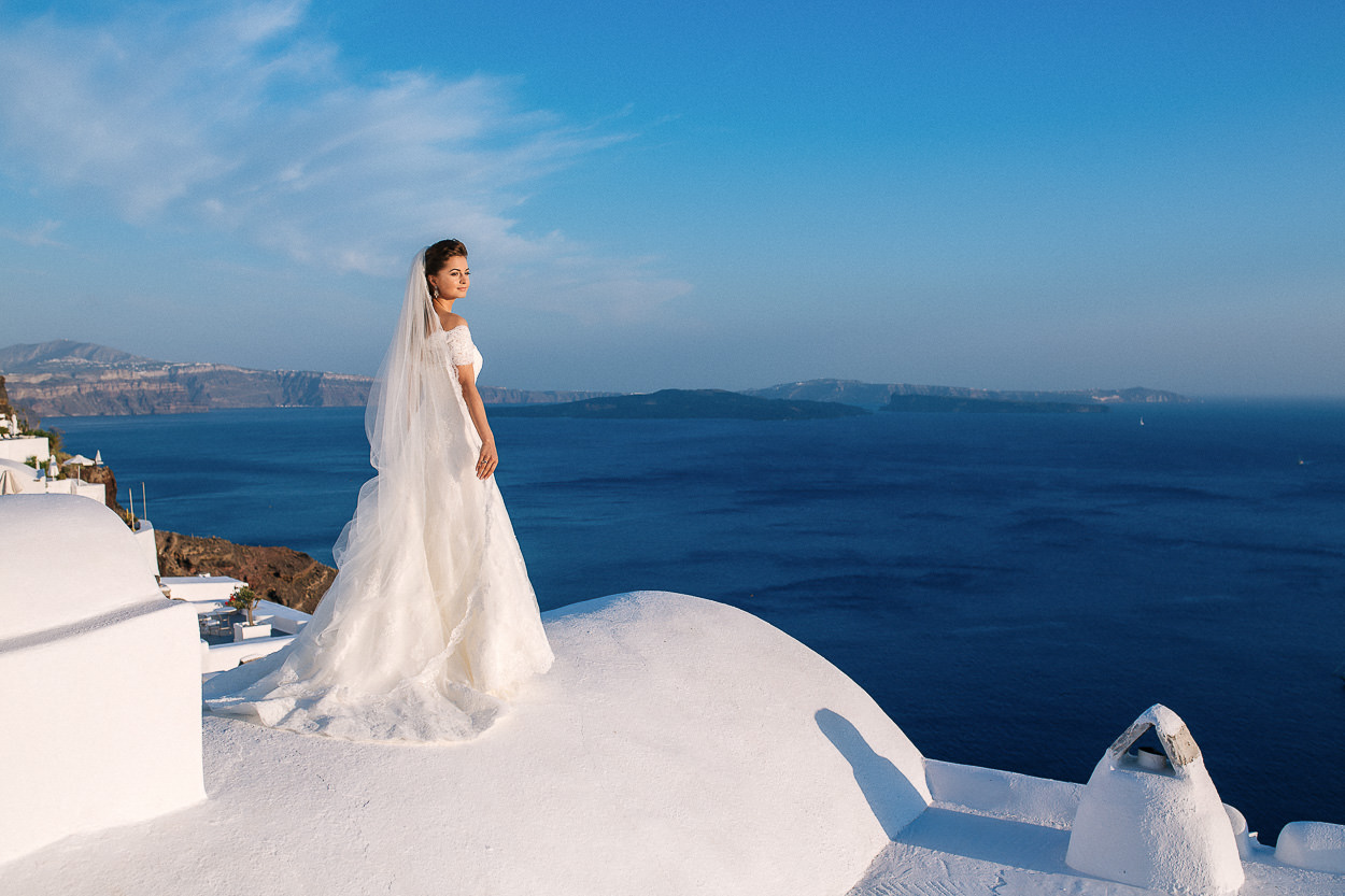 bride photos Santorini Oia volcano view