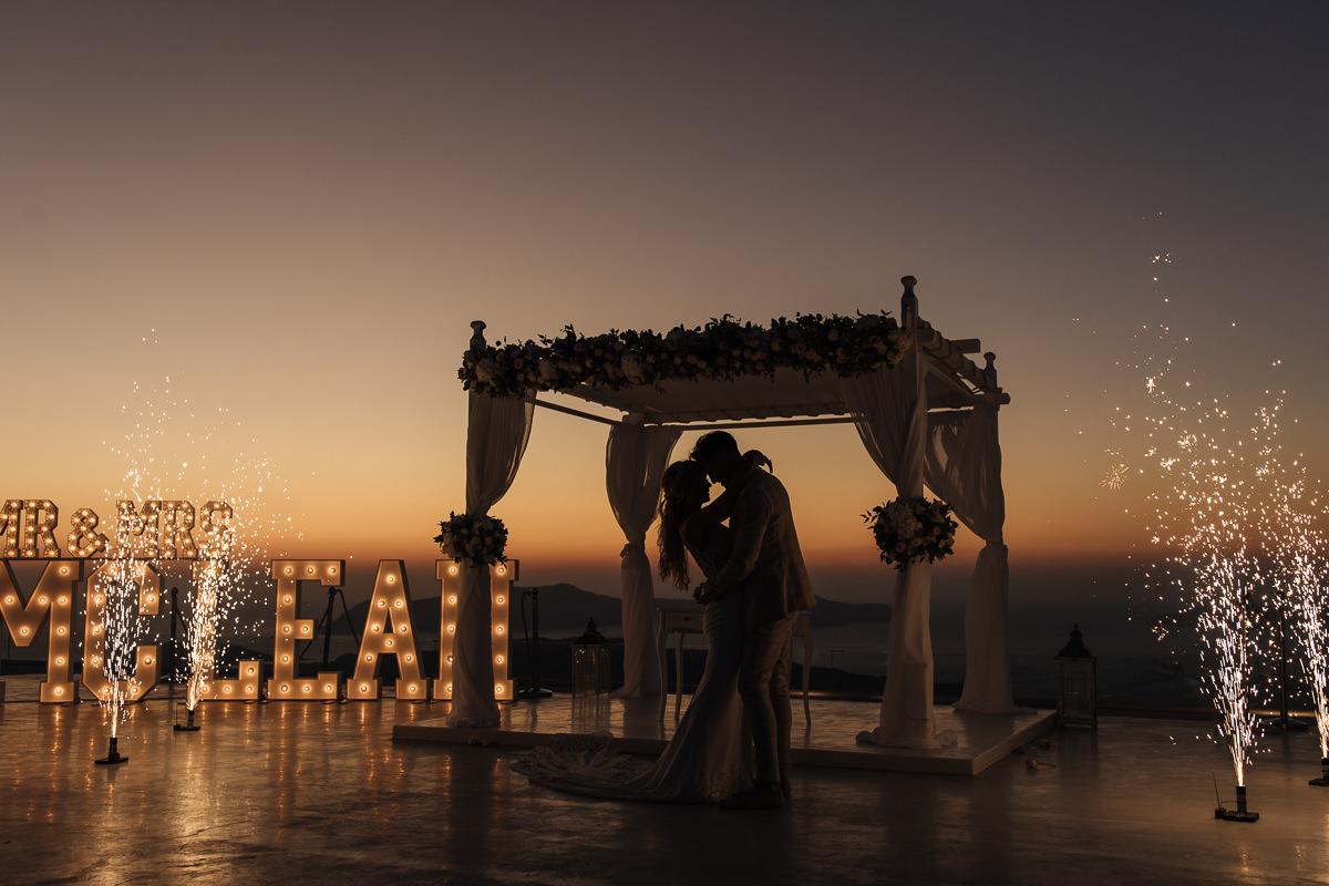 wedding at santorini gem sunset photos