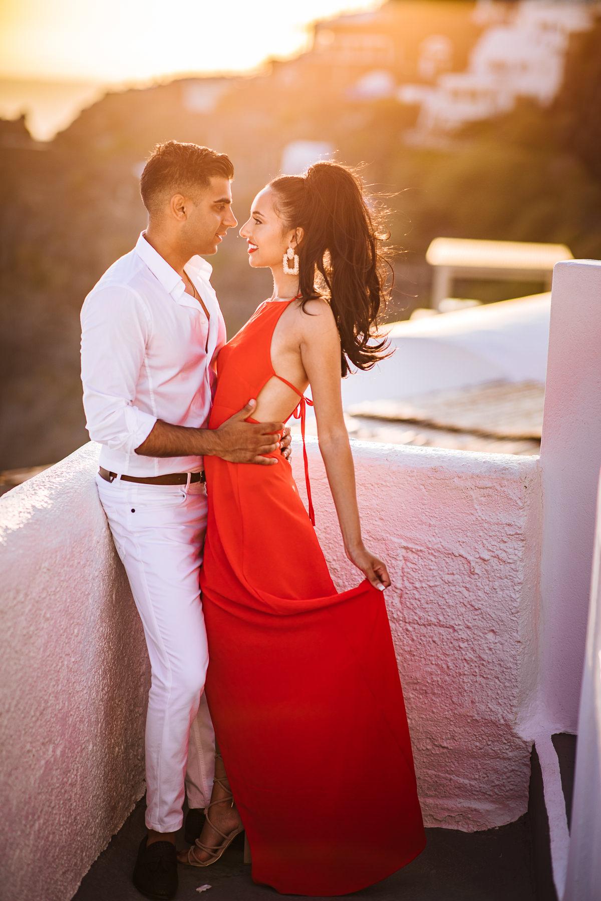 sunset santorini couple photos